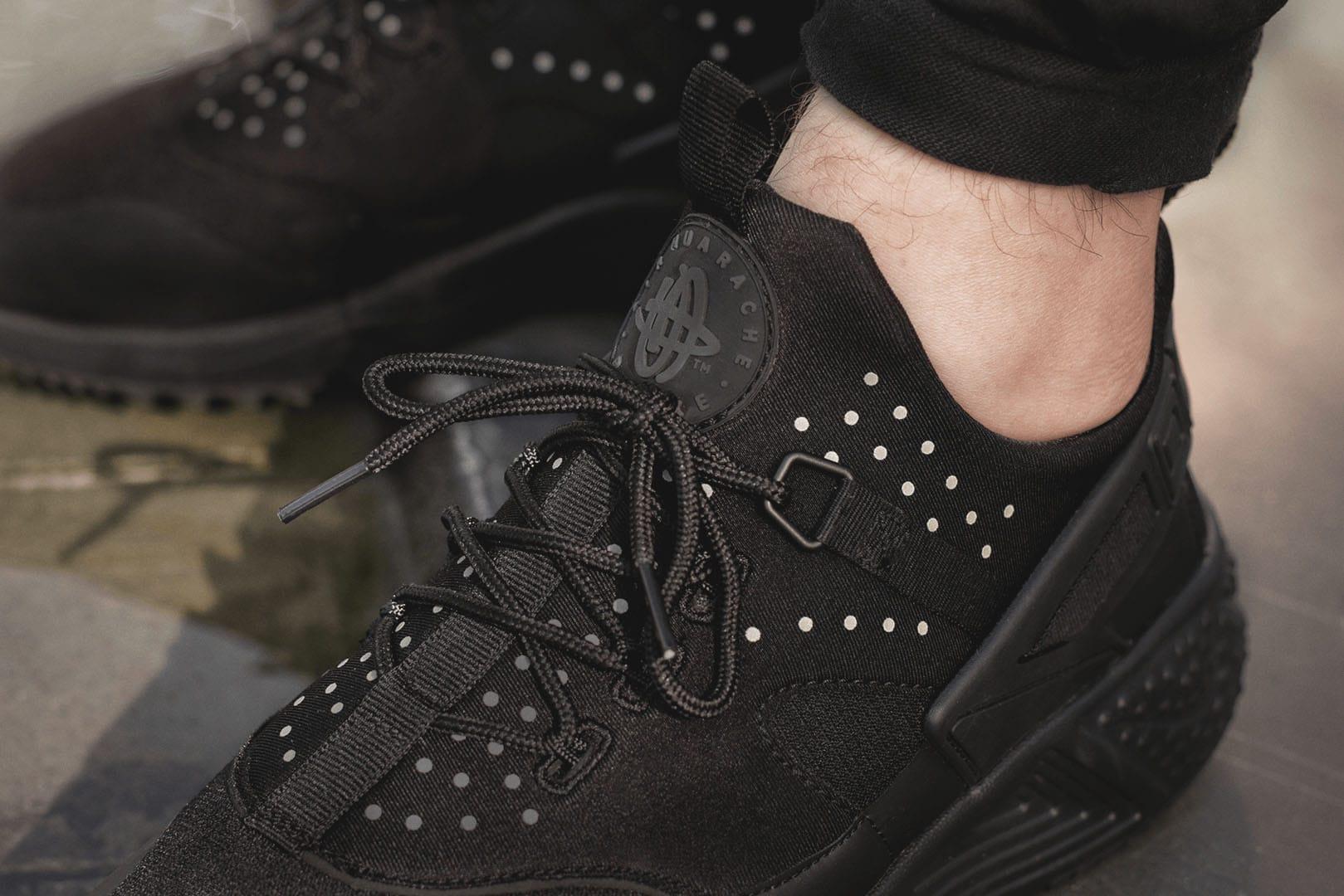 43056ecbb93cdd Blog    Nike Air Huarache Utility in All Black